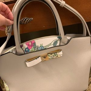 Floral zippered handbag